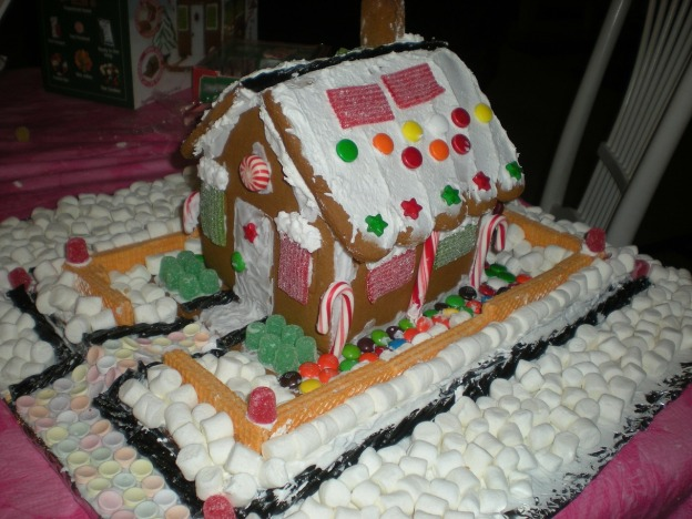 gingerbread-house-196461_1280